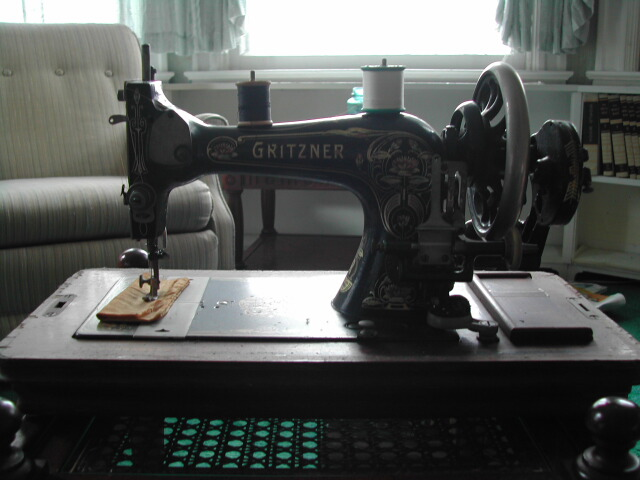 Gritzner sewing machine (28 of 52)